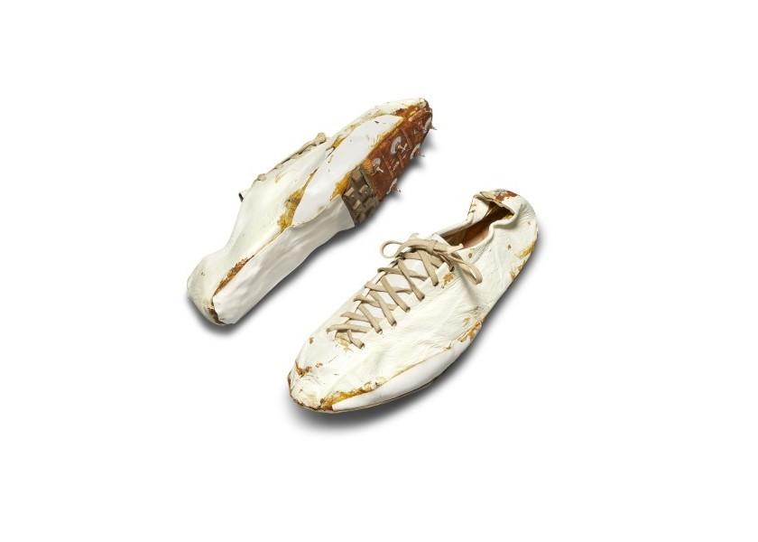 Ένα ζευγάρι από τα πρώτα, χειροποίητα παπούτσια της Nike για τρέξιμο θα πωληθεί για μία περιουσία